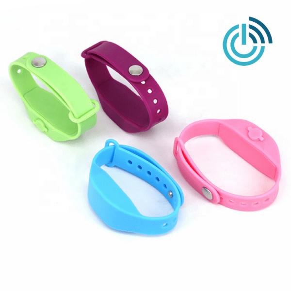 Desinfektionsmittel Armband in bunten Farben